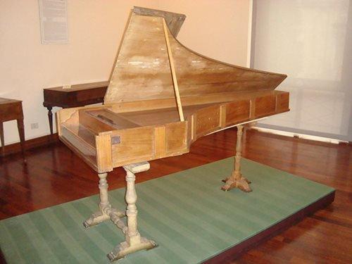 1024px-Piano_forte_Cristofori_1722