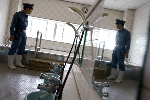 GD7339257@A-prison-warder-inspe-4813