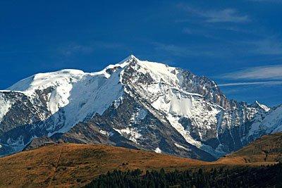 ที่มารูปภาพ ซ https://upload.wikimedia.org/wikipedia/commons/5/58/MountBlanc04.jpg
